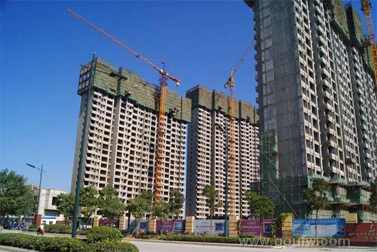 小区住宅由21-31层新古典主义欧式风格高层建筑组成,外墙配以高级