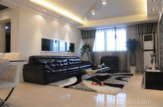 客厅方正明亮,可满足任何形式家具摆设